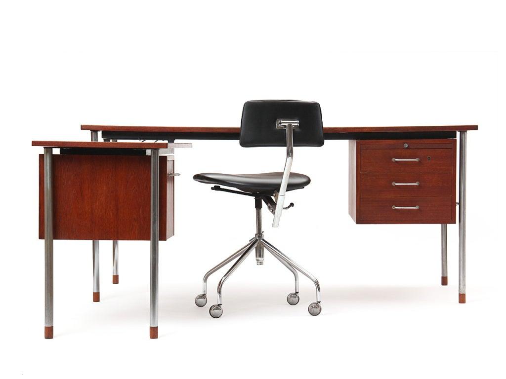 A teak desk with steel frame and pulls, with a left side return housing filing shelves designed by Ejner Larsen & Aksel Bender Madsen. Return dimensions; 39.5