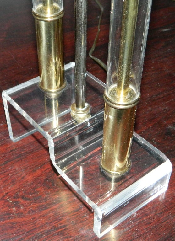 20th Century Pair of Lucite and Brass Table Lamps For Sale