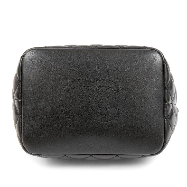 Women's Chanel Black Quilted Leather Crossbody Bag For Sale
