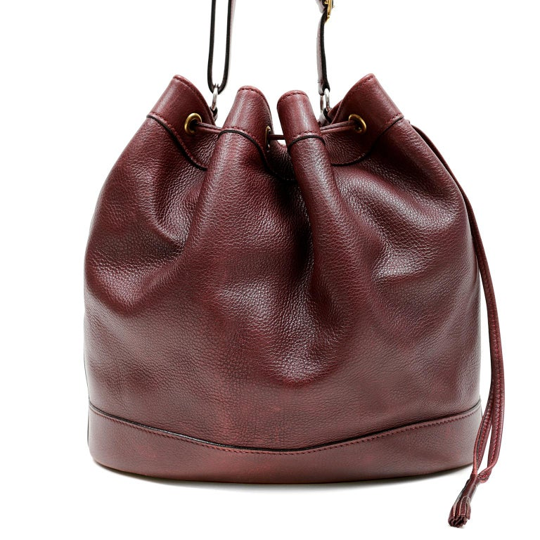 Hermes Bordeaux Leather Vintage Market Bucket Bag In Good Condition For Sale In Palm Beach, FL