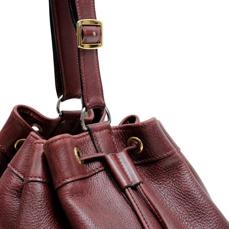 Hermes Bordeaux Leather Vintage Market Bucket Bag For Sale 5