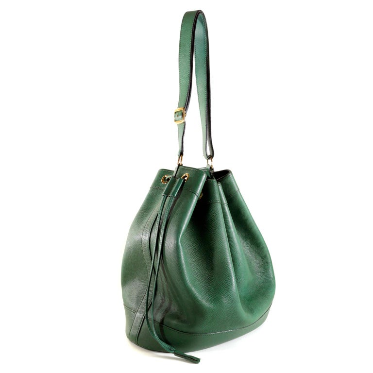 Hermès Bengal Green Epsom Leather Drawstring Market Bag  In Excellent Condition For Sale In Palm Beach, FL