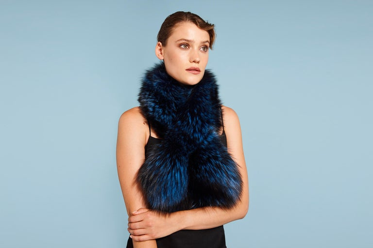 Verheyen London Lapel Cross-through Collar in Sapphire Fox Fur & Silk Lining For Sale 4