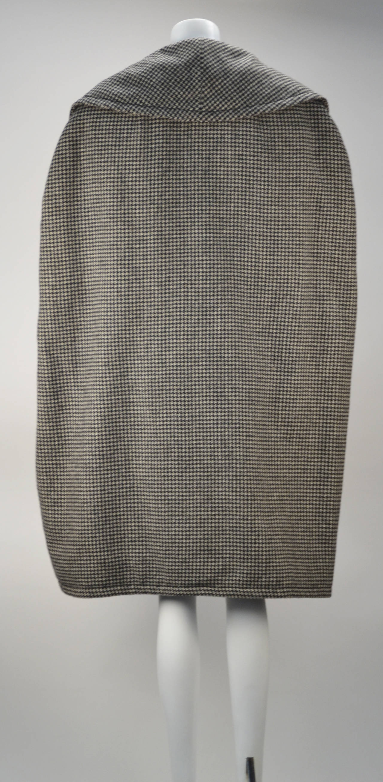 1950s Christian Dior Houndstooth Designer Cape and Dress Set In Excellent Condition For Sale In Houston, TX