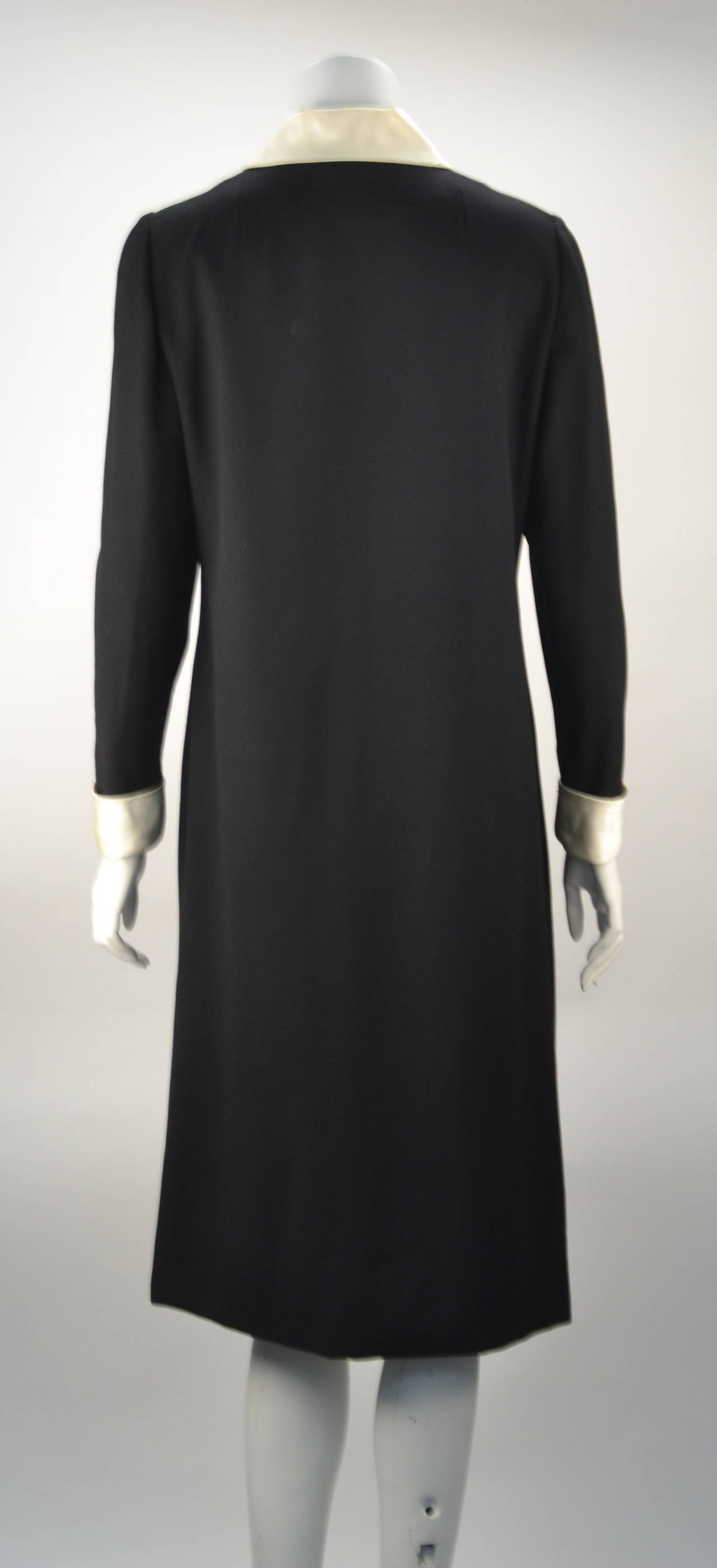 Coveted 1970's Oscar de La Renta dress! Exquisitely beautiful zipper front adds sexy to the classic satin collar and cuffs. This collectible de la Renta dress exemplifies why we love his work and why his dresses will and should live on forever.