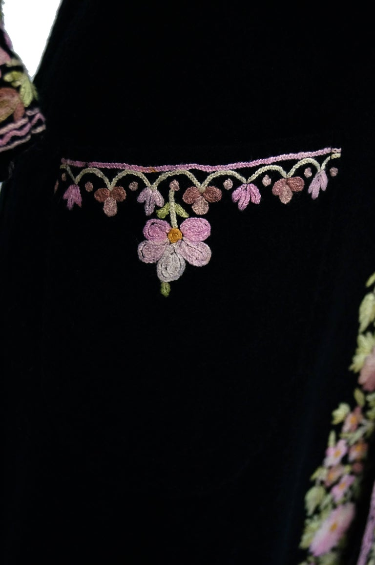Vintage Kashmiri Crewel Embroidered Wool Coat  In Good Condition For Sale In Houston, TX