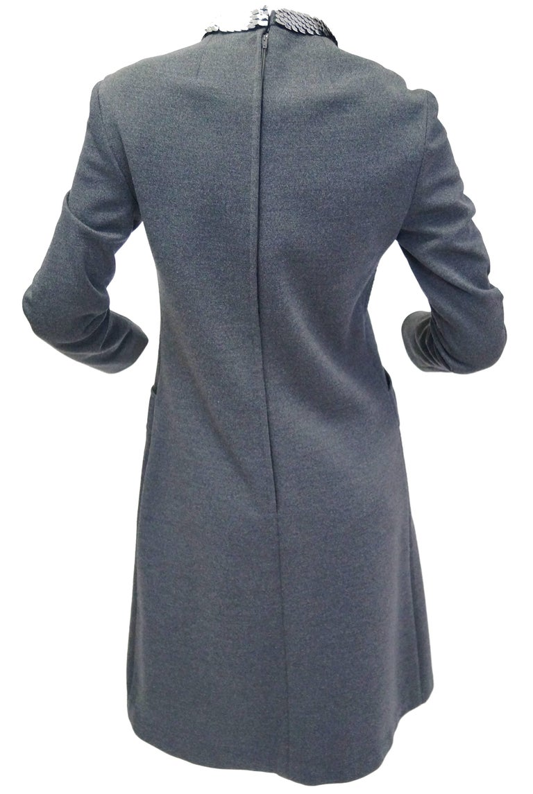 1970s Geoffrey Beene Space Gray Shift Dress with Metallic Details In Excellent Condition For Sale In Houston, TX