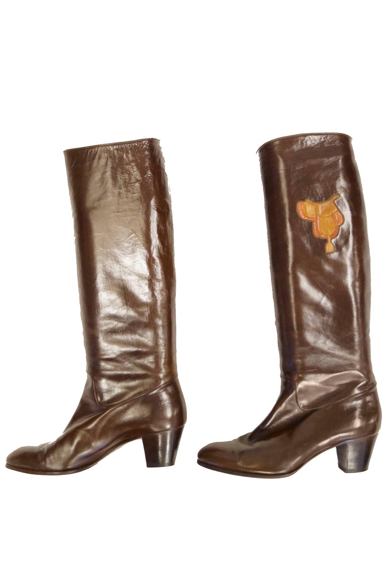 Gucci Mahogany Leather Saddle Applique Boots, 1980s  In Excellent Condition For Sale In Houston, TX