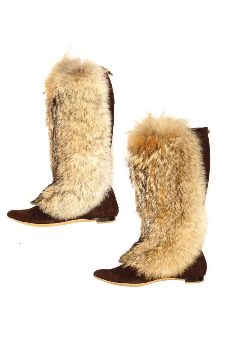 Beige Oscar de la Renta Blonde Fox Fur and Brown Suede Boots For Sale