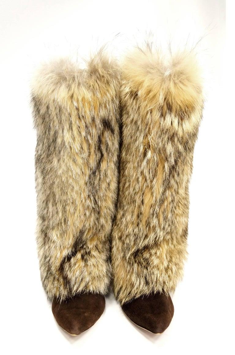 Oscar de la Renta Blonde Fox Fur and Brown Suede Boots In Good Condition For Sale In Houston, TX