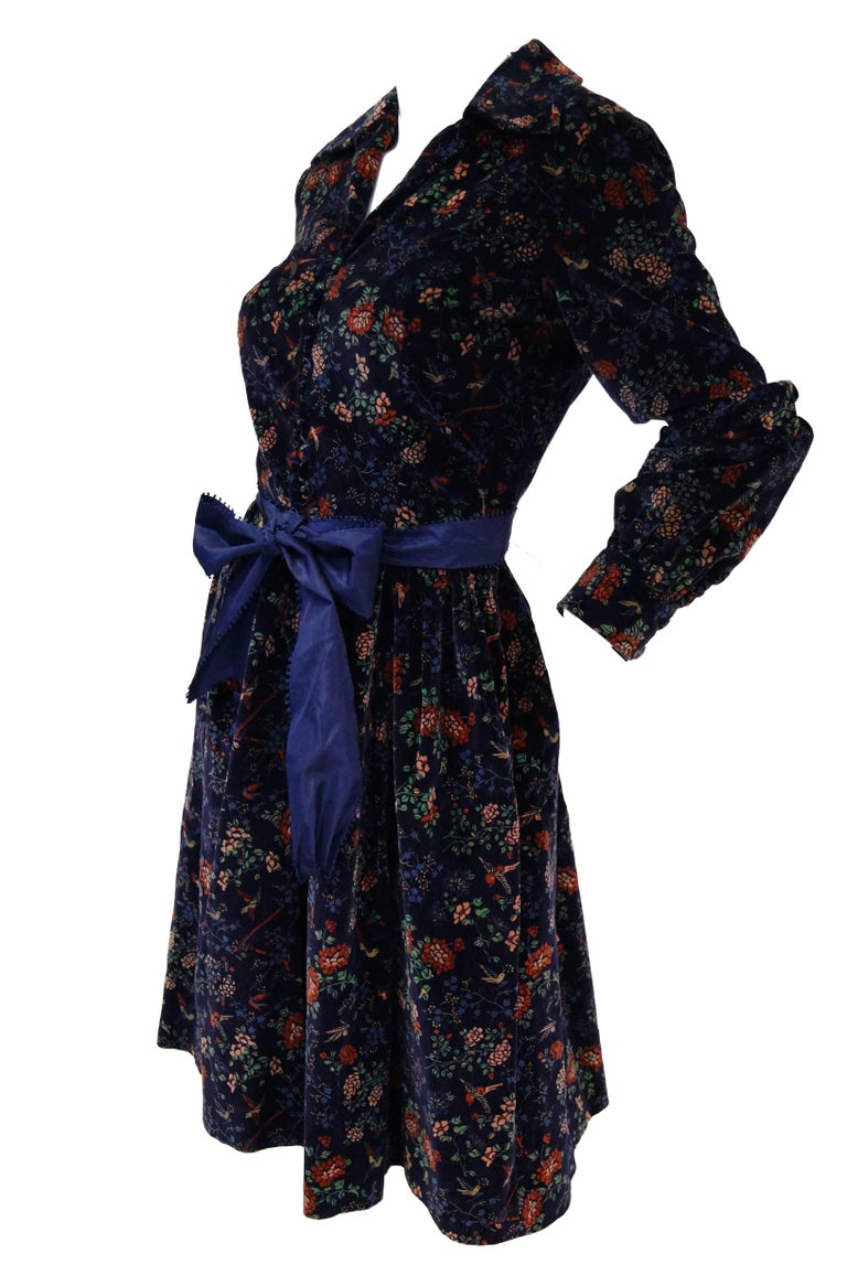 1970s Mollie Parnis Boutique Purple Velvet Dark Floral Dress In Excellent Condition For Sale In Houston, TX