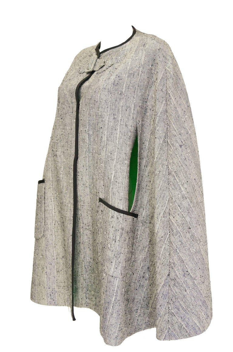 1960s Herringbone Cape w/ Apple Green Lining In Excellent Condition For Sale In Houston, TX