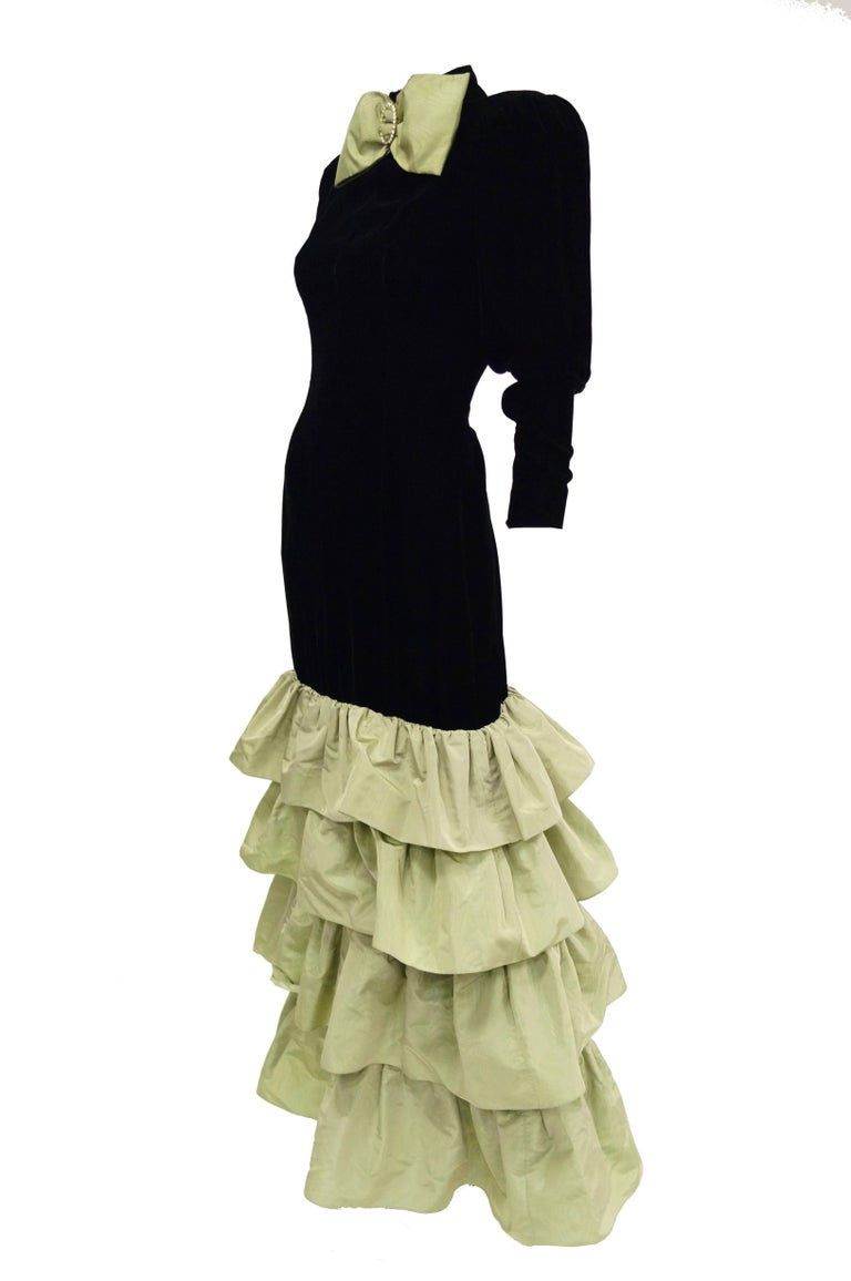 Givenchy Black Velvet and Green Taffeta Silk Bow Evening Dress, 1980s  In Excellent Condition For Sale In Houston, TX