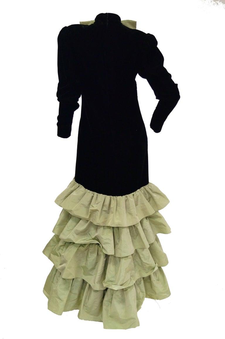 Givenchy Black Velvet and Green Taffeta Silk Bow Evening Dress, 1980s  For Sale 2