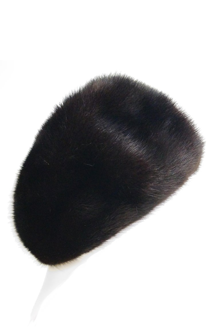 Dior Mink Chapeau Fur Hat, 1950s  In Excellent Condition For Sale In Houston, TX