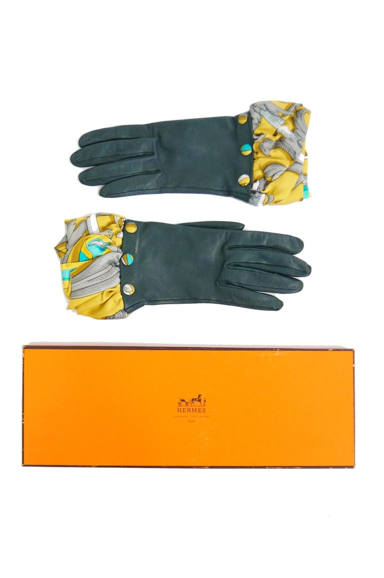 Hermes Green Calfskin Gloves with optional Silk Scarf Cuff For Sale 1