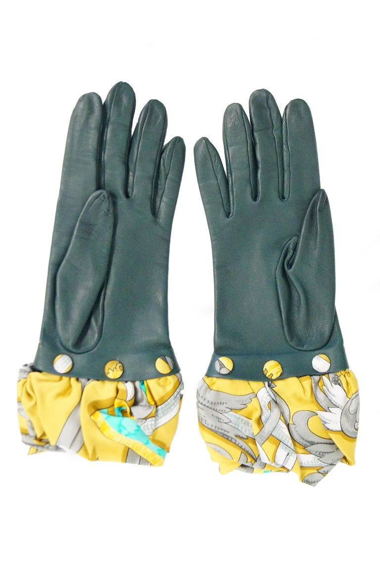 Women's Hermes Green Calfskin Gloves with optional Silk Scarf Cuff For Sale