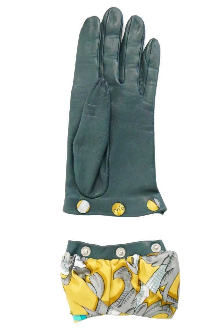 Hermes Green Calfskin Gloves with optional Silk Scarf Cuff For Sale 2