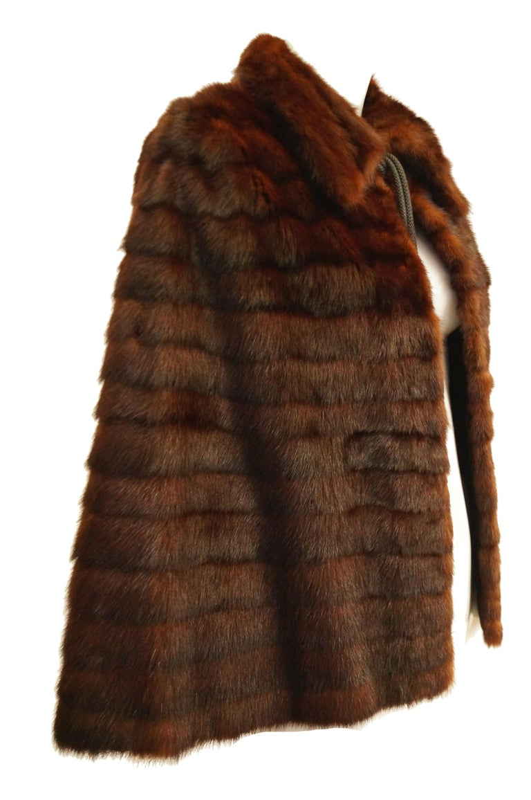1940s Arnold Liebes Feathered Mink Cape w/ Bakelite Details & Silk Lining For Sale 3