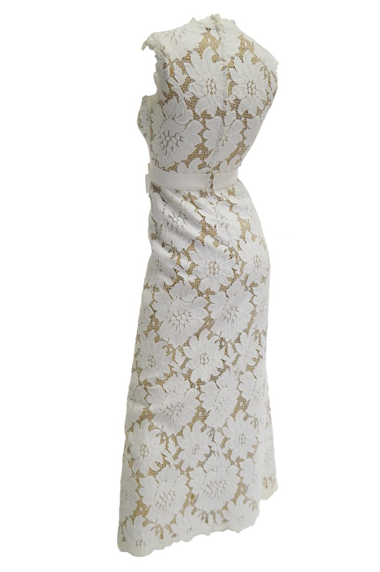 1970s White Large Scale Floral Lace Dress  For Sale 2