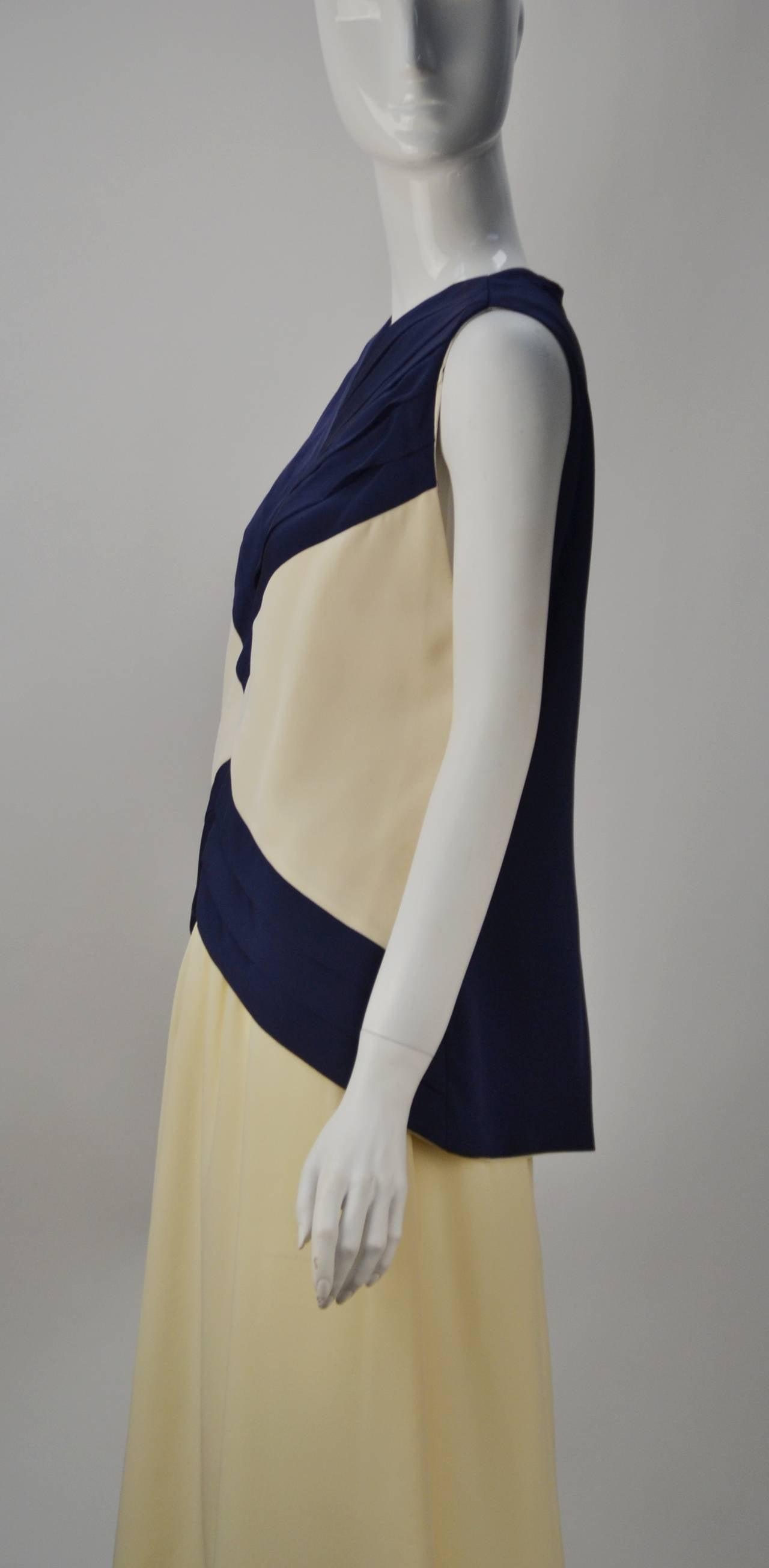 Women's 1990s Oscar de la Renta Navy and Cream Silk Ensemble For Sale