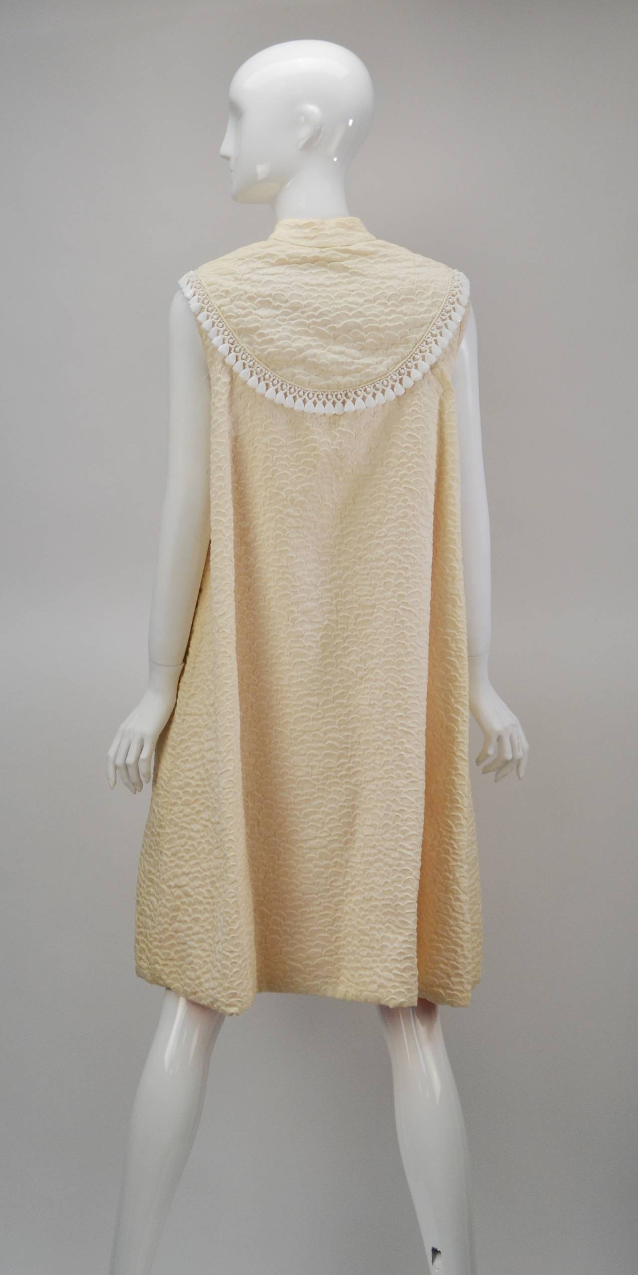 1960s Mr. Blackwell Ivory Textured Dress with Cape For Sale 2