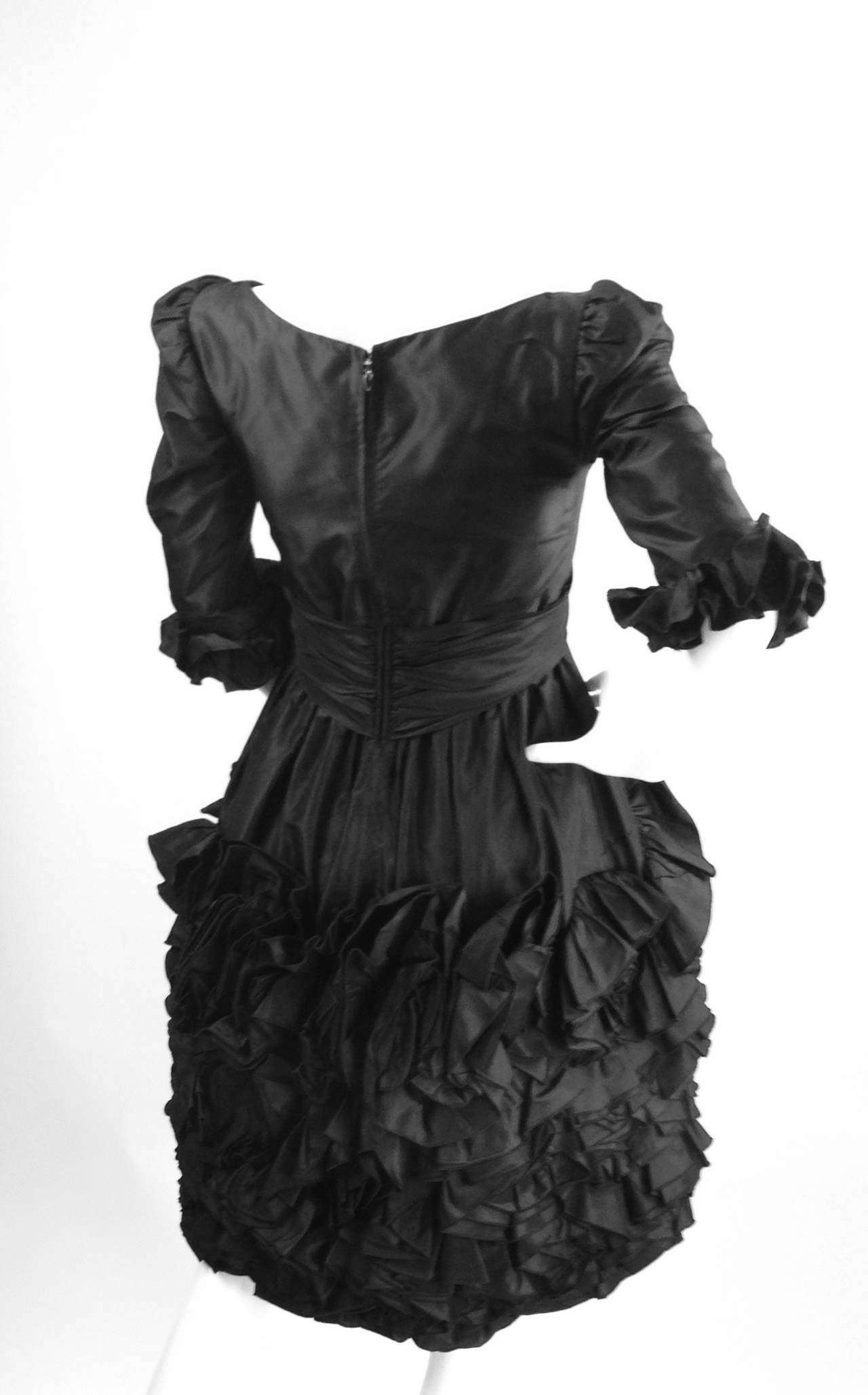 1990s Oscar De La Renta Black Ruffle Dress In Good Condition For Sale In Houston, TX