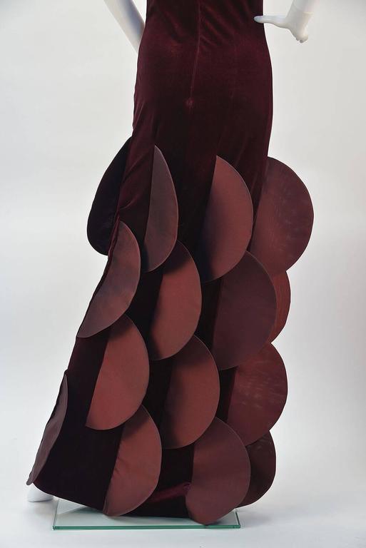 1990s Pierre Cardin Evolution Burgundy Stretch Velvet Evening Gown In Good Condition For Sale In Houston, TX