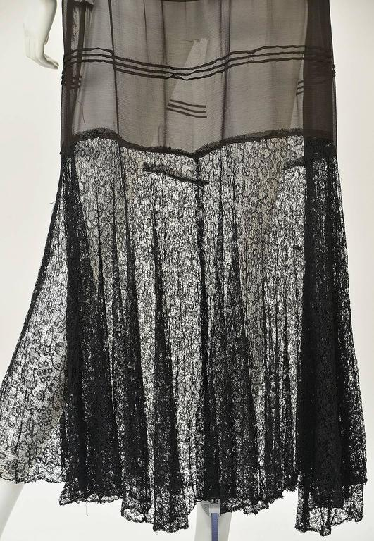 "1920s Chiffon Drop Waist ""Flapper"" Dress with Black Lace In Excellent Condition For Sale In Houston, TX"