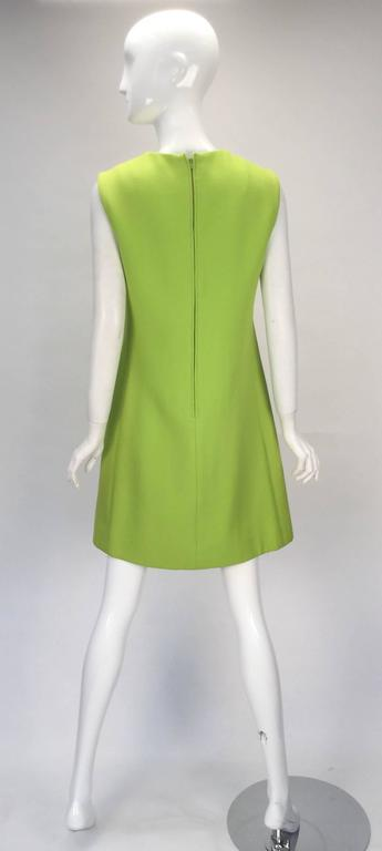 1960's Joan Leslie for Kasper Lime Green Sleeveless Shift Dress  In Good Condition For Sale In Houston, TX
