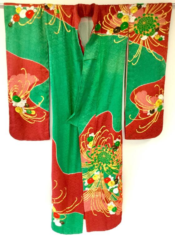 Brown Vintage Japanese Red and Green SHibori Dye Uchikake Kimono with Gold Chrysanthem For Sale