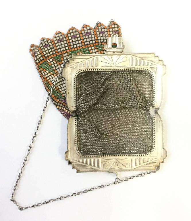 1920s Art Deco Enamel Chainmail Mesh Purse In Excellent Condition For Sale In Houston, TX