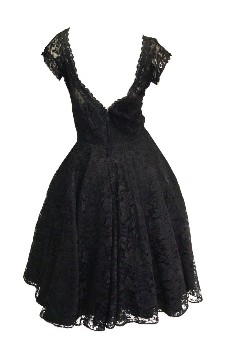 1950s Black Floral French Lace Scoop Back Cocktail Dress For Sale 2