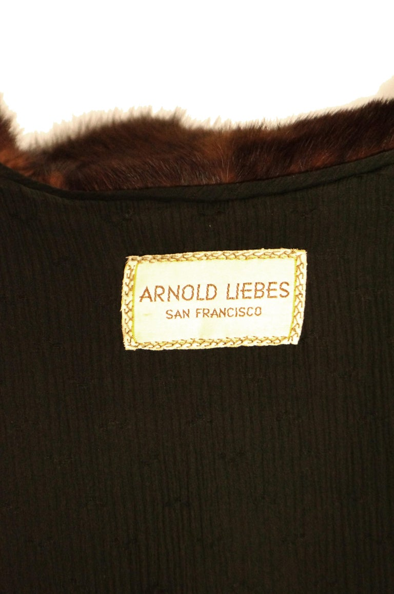 1940s Arnold Liebes Feathered Mink Cape w/ Bakelite Details & Silk Lining For Sale 4