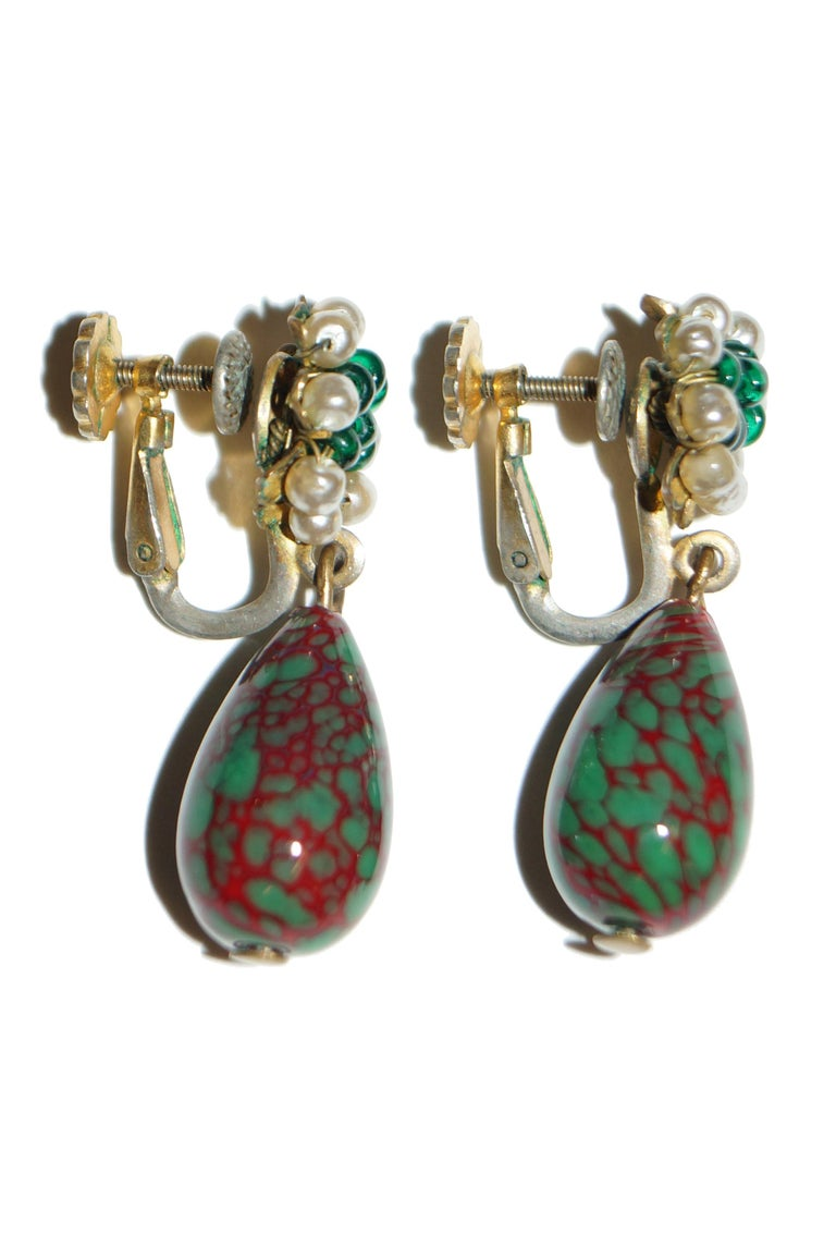 1950s Miriam Haskell Green and Red Poured Glass and Pearl Drop Earrings In Good Condition For Sale In Houston, TX