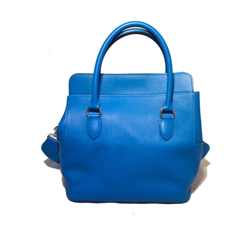 ABSOLUTELY STUNNING HERMES 26cm toolbox bag in excellent condition.  Rare-limited-edition hydra blue swift calfskin leather with palladium hardware and removable canvas shoulder strap.  Twist closure opens to a matching blue leather lined interior
