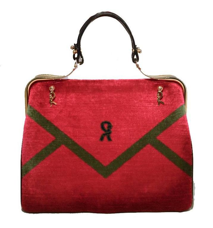 BEAUTIFUL Vintage Roberta di Camerino red velour handbag in excellent vintage condition.  Red velour extreior trimmed with black leather and shining gold hardware. Hinge style top closure opens to a black leather lined interior that holds 1 slit and