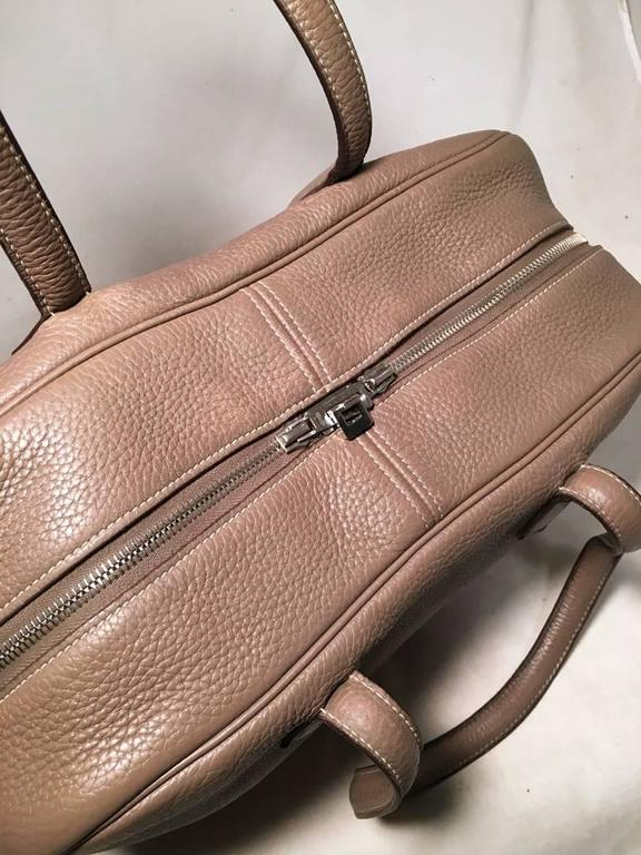 Women's or Men's Hermes Grey Clemence Leather Victoria II 35 For Sale