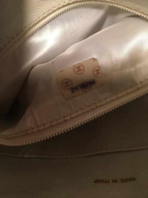 Chanel Vintage White Leather Tassel Detail Shoulder Bag 2