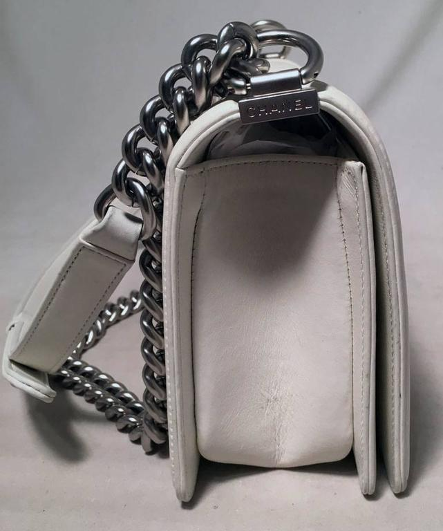 Chanel White Quilted Le Boy Classic Flap Shoulder Bag In Excellent Condition For Sale In Philadelphia, PA