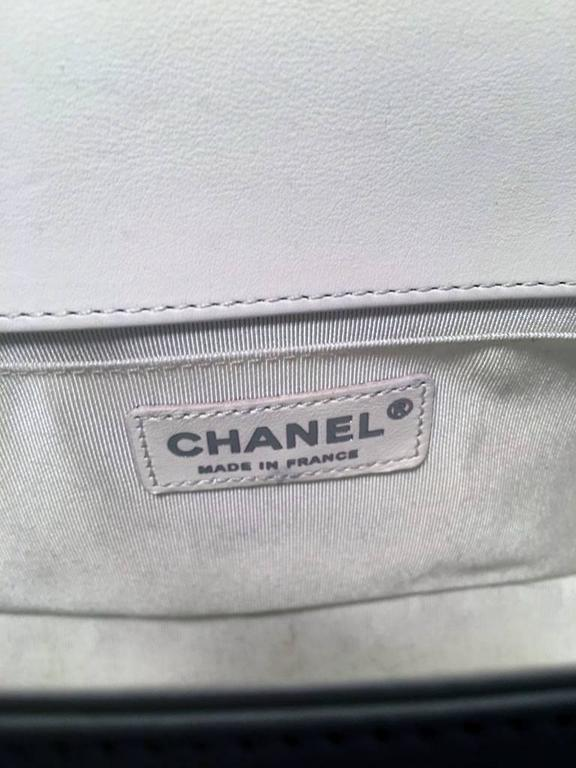 Chanel White Quilted Le Boy Classic Flap Shoulder Bag For Sale 3