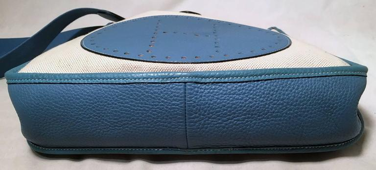 Hermes Toile Canvas and Blue Leather Medium Evelyne II PM Bag  In Excellent Condition For Sale In Philadelphia, PA