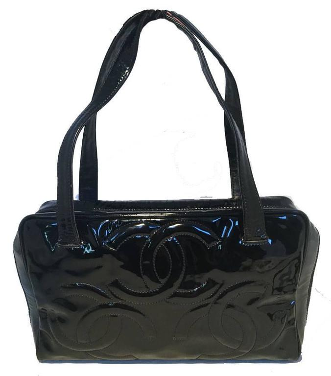 Stunning Chanel Black Patent Leather Cc Logo Quilted Handbag In Very Good Condition