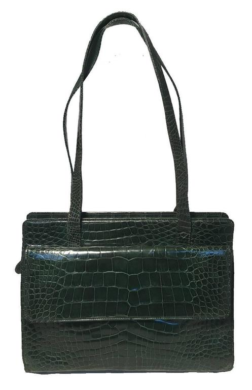 BEAUTIFUL Gucci green alligator shoulder bag in very good vintage condition.  Green alligator leather exterior trimmed with gold hardware and double shoulder straps.  2 exterior flap pockets along both front and back sides for added storage.  Top