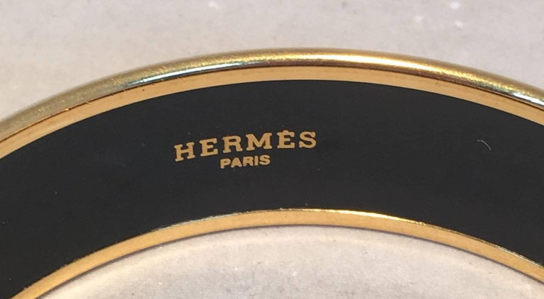 Hermes Vintage Red and Blue Horse Print Enamel Bangle Bracelet In Good Condition For Sale In Philadelphia, PA