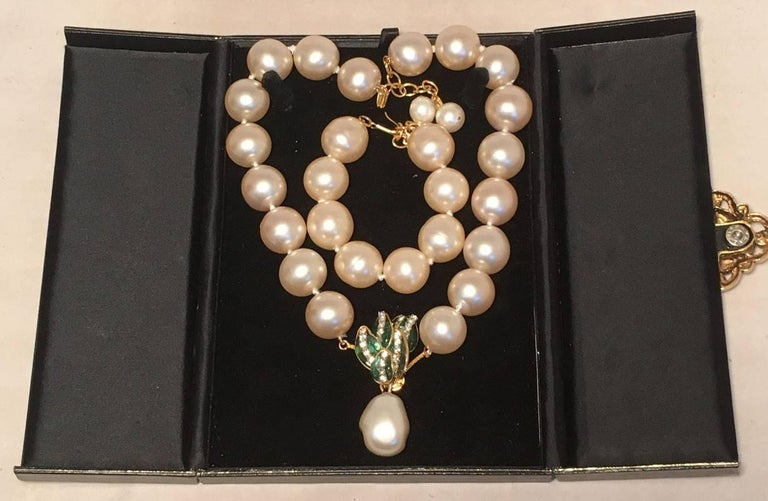 RARE Chanel Pearl and Enamel Necklace and Bracelet Set Presentation Box 3