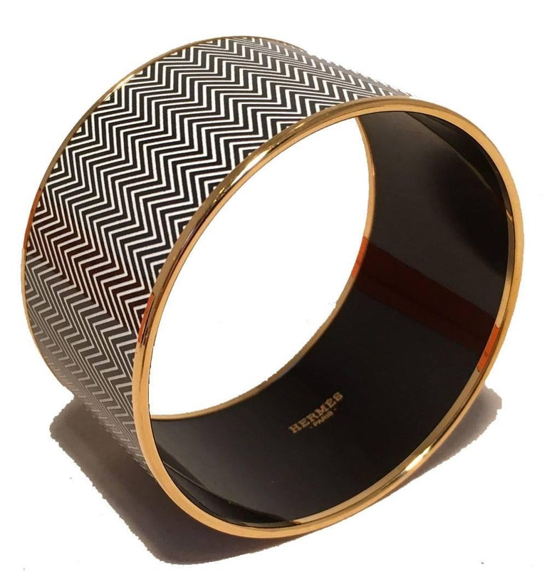 Hermes Zig Zag Black and White Gold Enamel Bangle Bracelet  In Excellent Condition For Sale In Philadelphia, PA