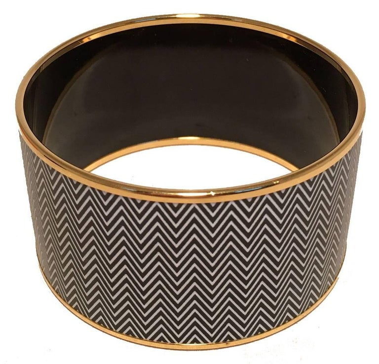 Women's Hermes Zig Zag Black and White Gold Enamel Bangle Bracelet  For Sale