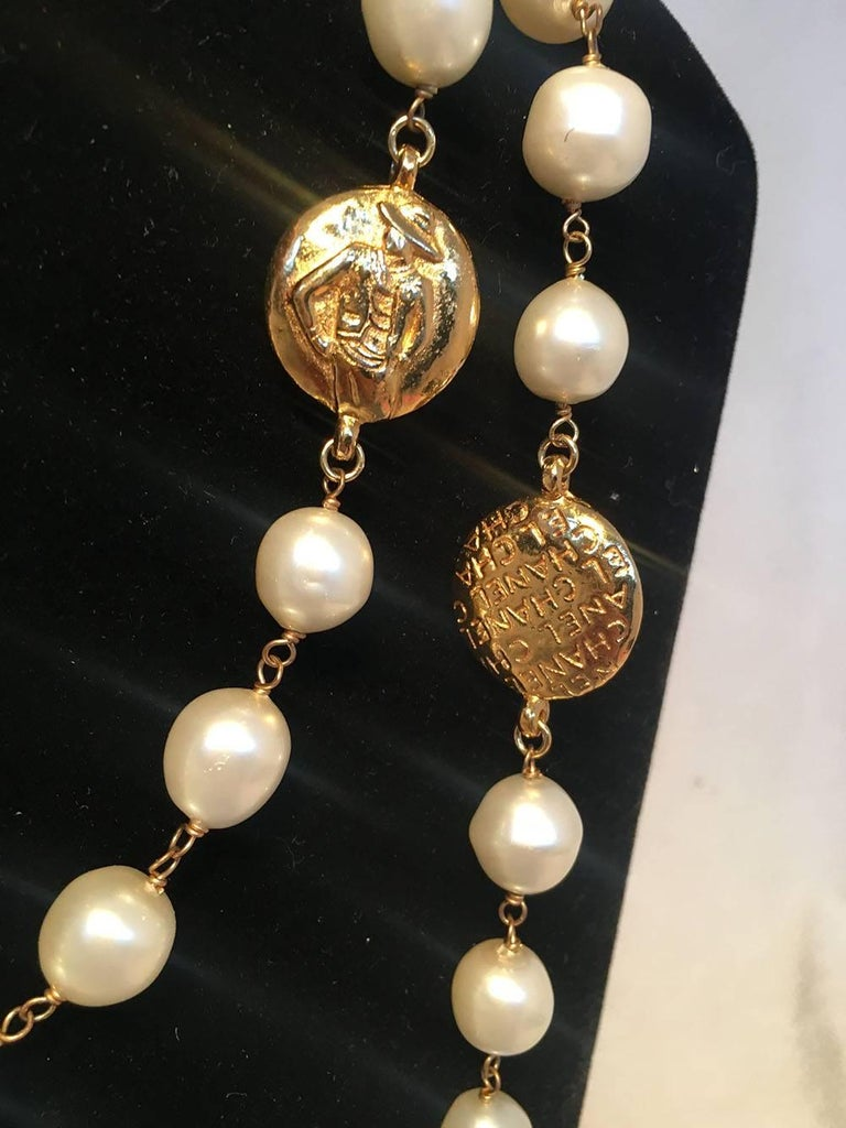 Chanel Vintage Peal and Gold Coin Necklace In Excellent Condition In Philadelphia, PA