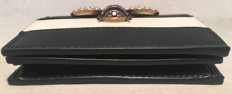 899b4acf8854 NWOT Gucci Small Navy and Cream Striped Leather Embellished Bee Wallet In  Excellent Condition For Sale